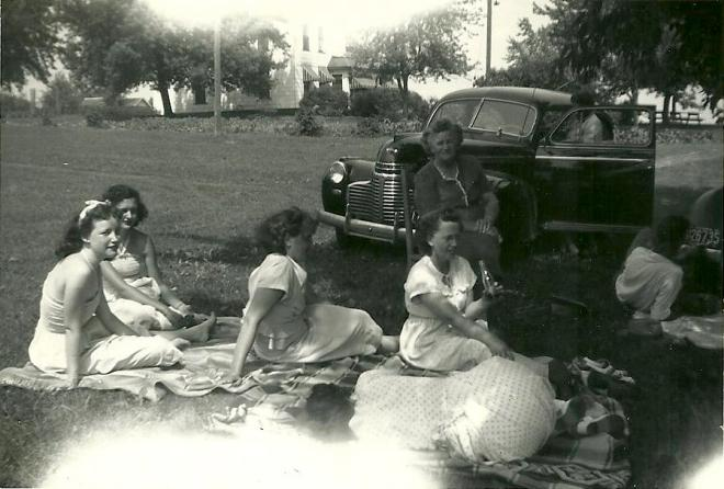 Grulich women enjoying a summer picnic